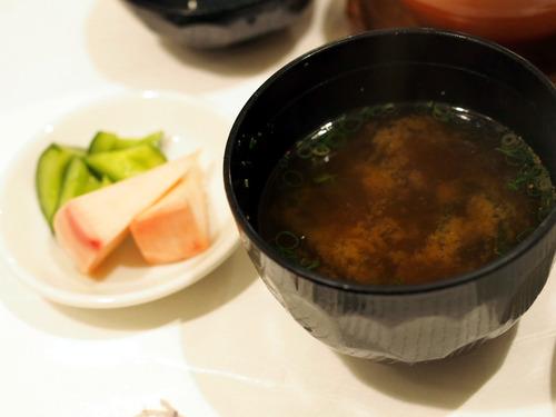 味噌汁と香の物