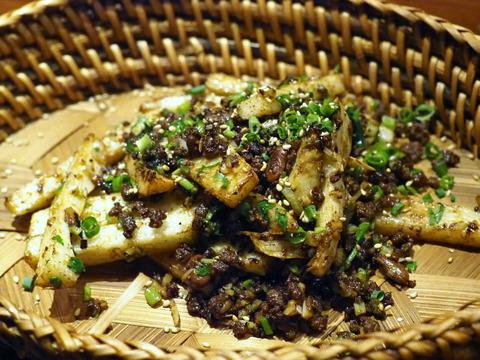 山芋と挽肉の唐辛子カリカリ炒め