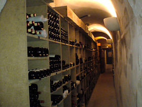 お酒の貯蔵庫