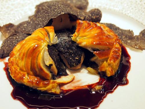 フォアグラと黒トリュフのパイ包み