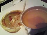 ふかひれの姿と蟹肉の紙包み焼き 上湯スープ添え