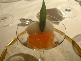 桃のコンポートとジュレ スプマンテのソルベ