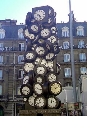 サンラザール駅前の時計