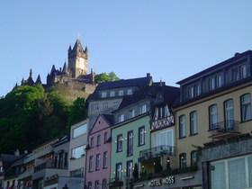 丘の上の城
