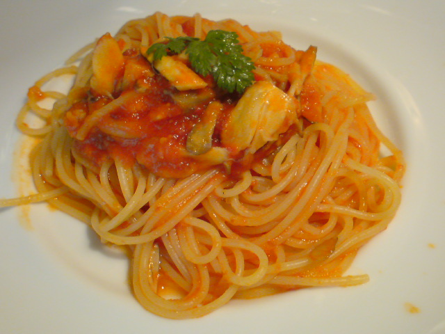渡り蟹と舞茸のトマトスパゲティ
