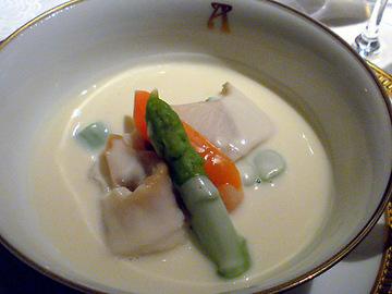 夏の貝類とグリーンアスパラ入り 芋セロリのヴルーテ
