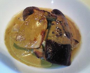 鴨のフォアグラのソテー セップと浅利の軽い煮込みとセップソース
