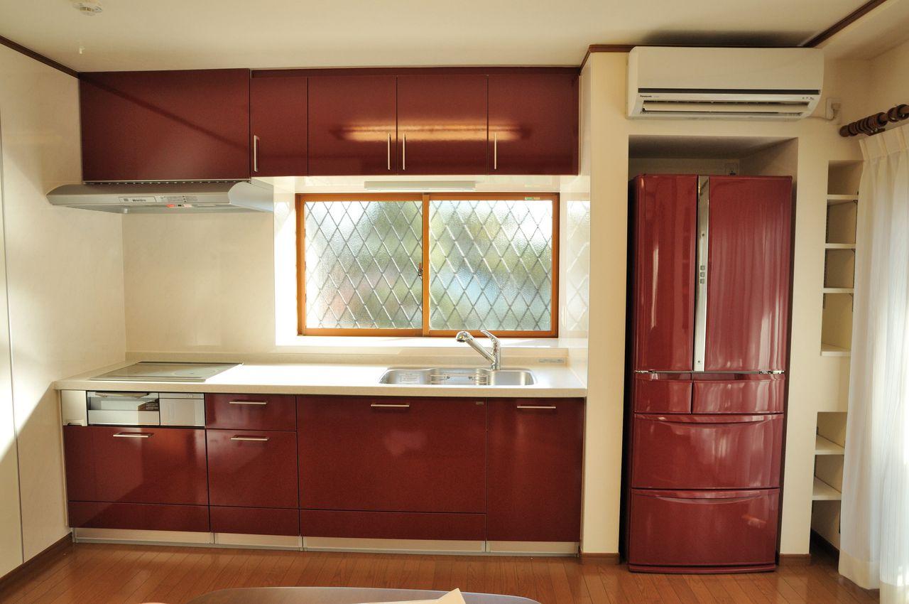 リクシルのキッチンのカラーに合わせたカラフル冷蔵庫なのです