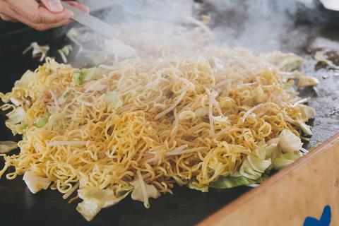男の独り暮しの四大定番料理「チャーハン」「カレー」「鍋」「焼きそば」