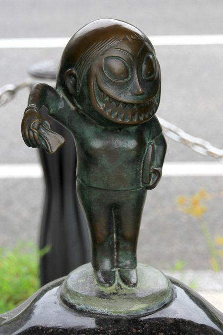 Sakaiminato_Mizuki_Shigeru_Road_Kuchisakeonna_Statue_1