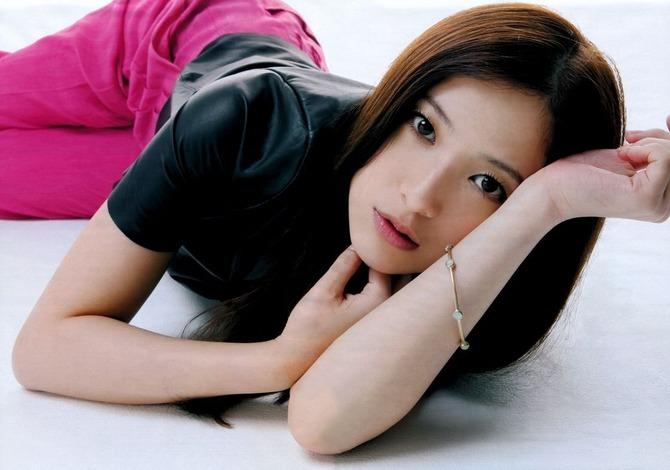 【悲報】吉高由里子が劣化してまるで別人に・・・ (画像あり)