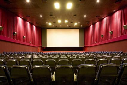 【悲報】映画館で実写化の映画にツッコミまくった結果wwwww