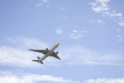 【悲報】飛行機に乗るも座席が無く困惑 乗務員「床に座れ」と酷い仕打ち 航空会社のお詫びが4200円