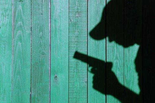 【悲報】大阪民国の警察官さん、若者の挑発にのり発砲してしまう