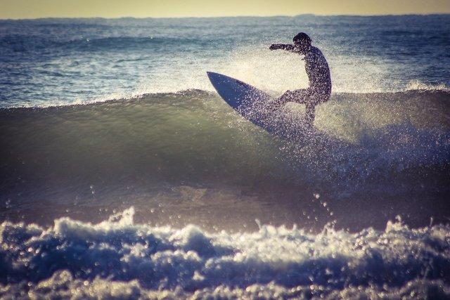 【悲報】神奈川・湘南が無法地帯 時間外のサーフィンやBBQ 監視員がいないのでやりたい放題