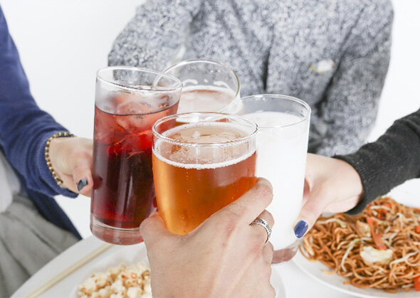 アメリカの大学生 コロナビールを飲みながら新型コロナウィルスパーティーを開き批判殺到