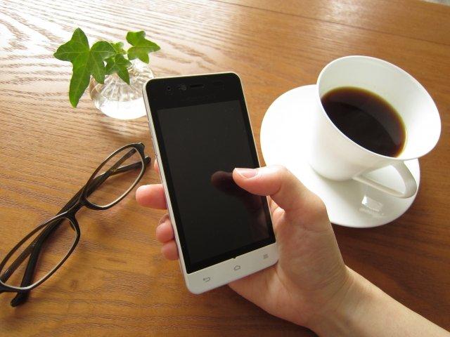 物価が上がらない原因は「携帯電話料金の値下がり」 日銀のリポート
