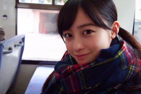 【画像】橋本環奈さん「ウサ耳やんけ、つけたら可愛いやろ!w」