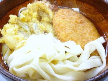 20160325あさま@平和島 (4)ごぼう天きしめん黒汁340コロッケ60