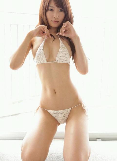 抜ける巨乳グラビアアイドル画像02