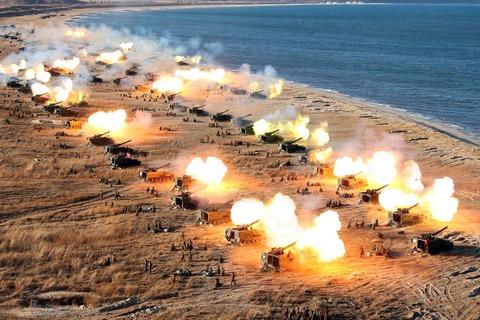 【始まったか!?】北朝鮮が過去最大規模の火力訓練開始! 正恩氏立ち会い〆は核実験か?