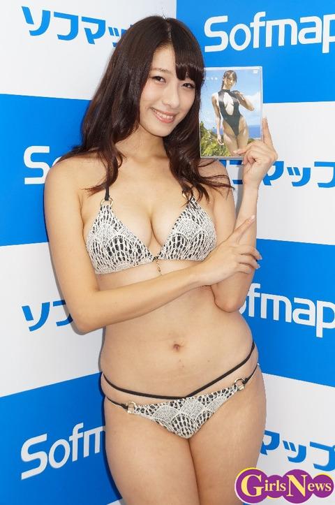 抜ける巨乳グラビアアイドル画像01
