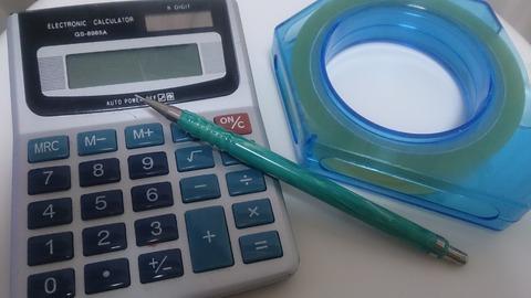 電卓、セロテープ、シャーペン