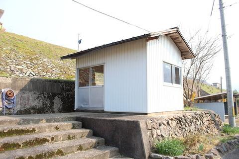 石見都賀駅駅舎