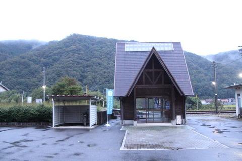 式敷駅駅舎