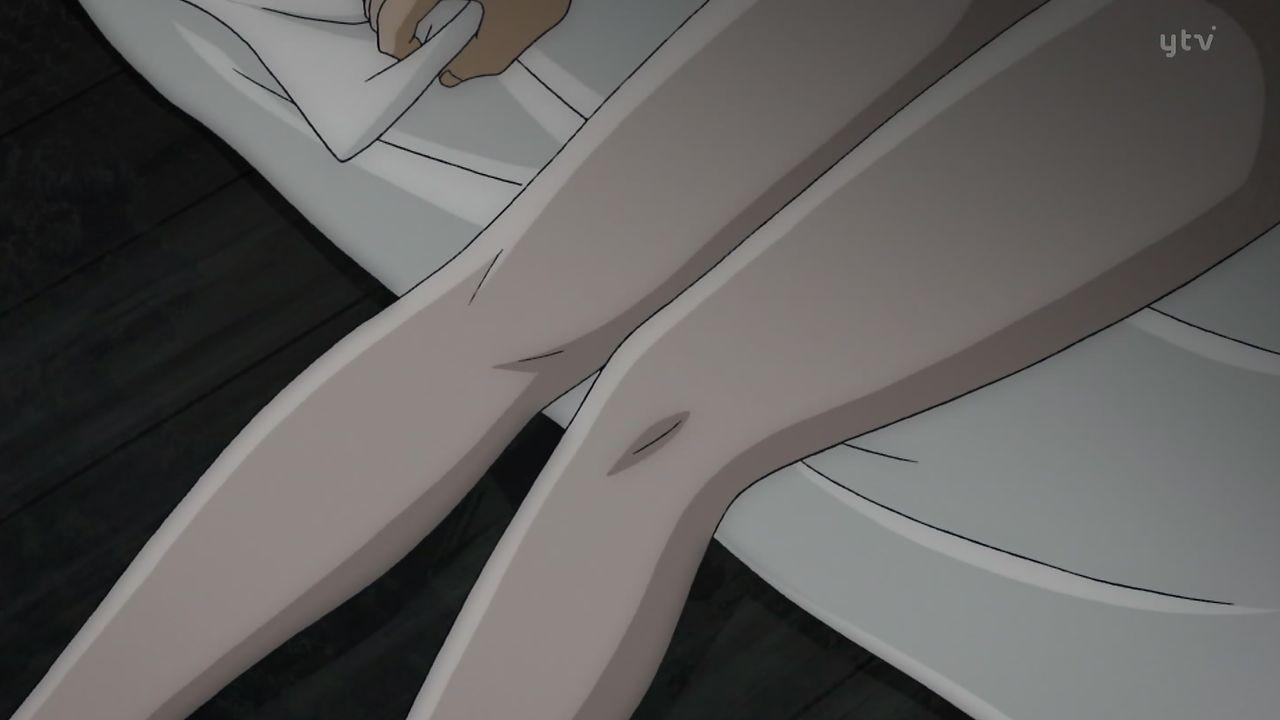 少女女性全裸死体 原作ではなかった死体に狐の面を被せるシーン。原作では全裸死体の状態での茉莉香の素顔は見られなかった。