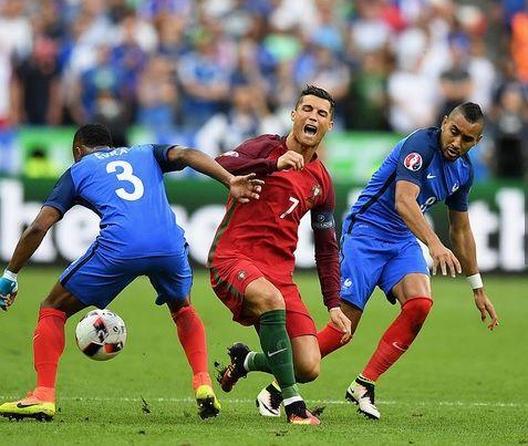 フランス代表パイェがEURO決勝でC・ロナウドを負傷させた