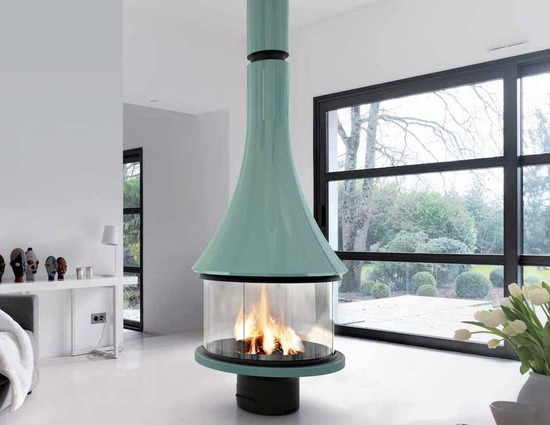 MARINA 993 central fireplace color with glasses_1