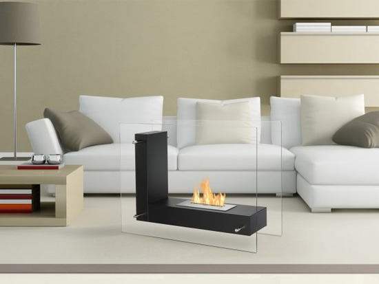 Vitrum-L-Black-Freestanding-Ethanol-Fireplace-in-a-Room-600x450