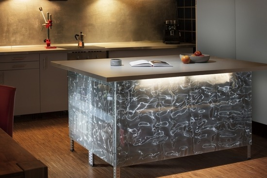 Cangiante Silver_Table_3