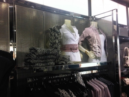 S-12_SS_armani-exchange-stores_3