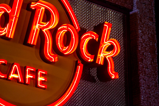 hard_rock_cafe_sign_close_1423064329