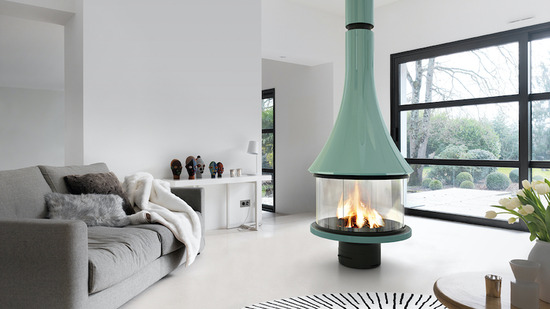 MARINA 993 central fireplace color with glasses_2