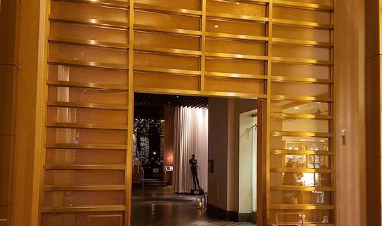 S-16 bronze_delano-hotel_1