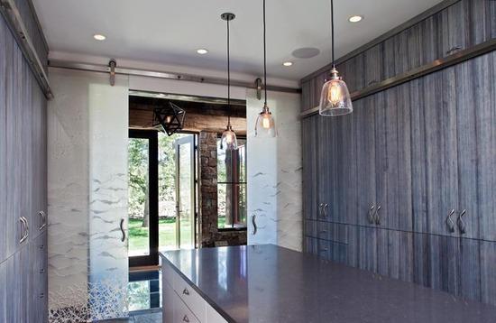 Nature Oriented House_sliding doors_1