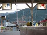 2009.11.23-波久礼駅に入線する列車