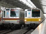 2009.6.8-7000系未改造車と同改造済車の離合(和光市)