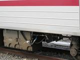 2011.1.26-31*01F転属回送-車両情報制御装置から伸びる空気ブレーキ用の配管