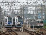 2009.6.14-和光市で折返待ちの西武6000系の横を東武地上車が走る