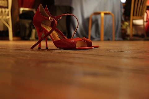 high-heeled-shoes-285661_640