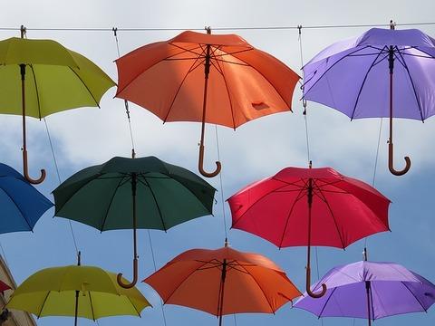 umbrellas-1433121_640