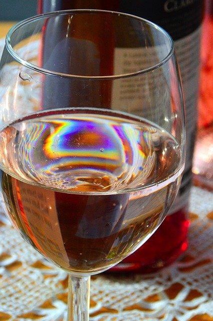 wine-2676954_640