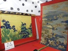 芦刈山燕子花図8413