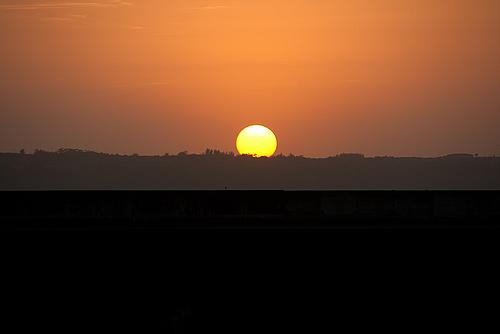 伊良部島に沈む夕陽(平良港)