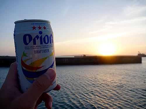 平良港とオリオン缶