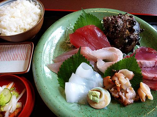 刺身盛り合わせとご飯(なぶら/浜島)